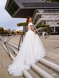 Wedding dress 20-24 ivory